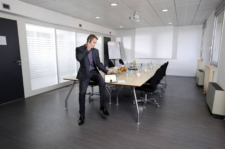 Top 9 reasons to consider vinyl flooring for offices